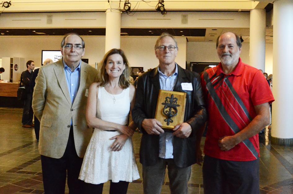 Louis Patenaude (Président de l'APMAQ), France Girard (chargée de projet au CMAQ), Alain Lachance (Lauréat 2015) et Jacques Blais (membre du jury 2015). Photo: Luc Charron