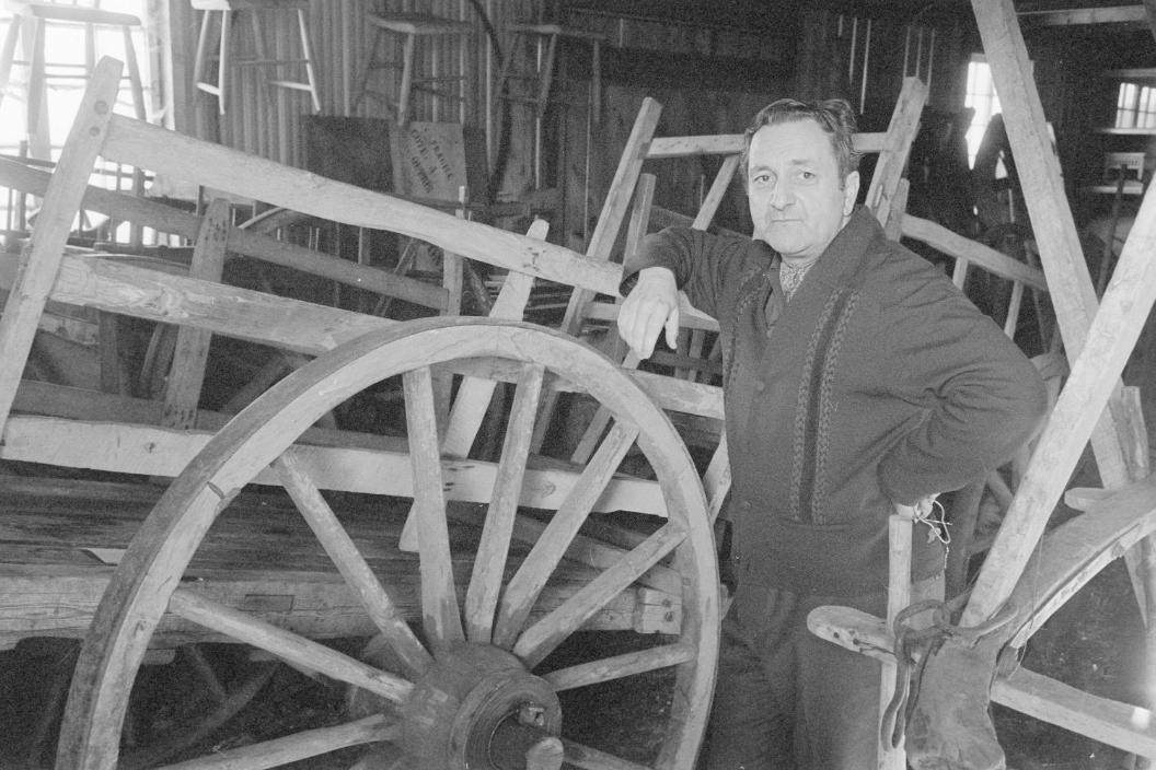 Robert-Lionel Séguin. (Gabor Szilasi, Reportage chez Robert Lionel Séguin, ethnologue, Rigaud (1970), Fonds du Ministère de la Culture, des Communications et de la Condition féminine, Office du film du Québec.)