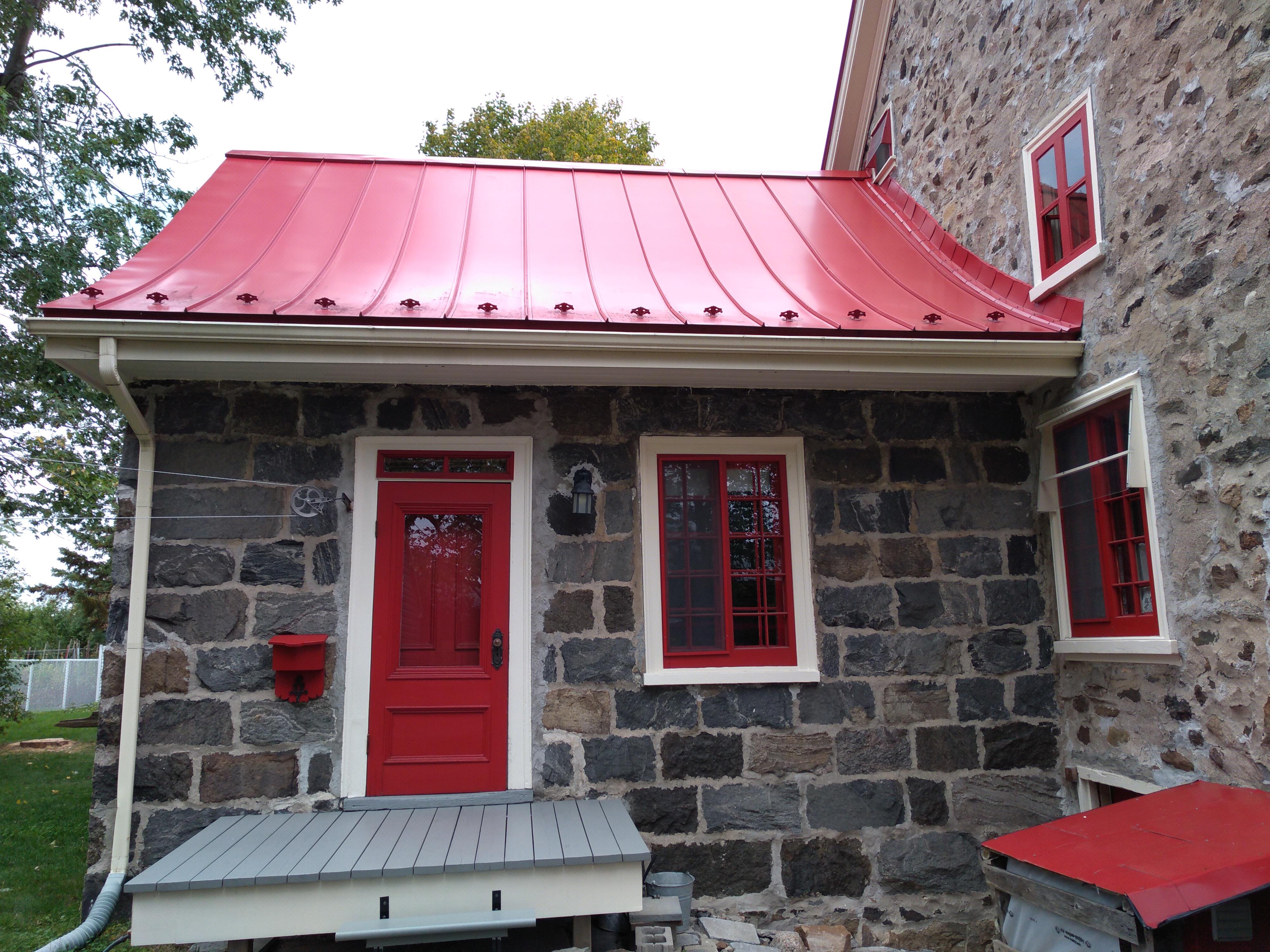 Maison d'été construite vers 1860 située sur l'une des façades latérales du corps principal.