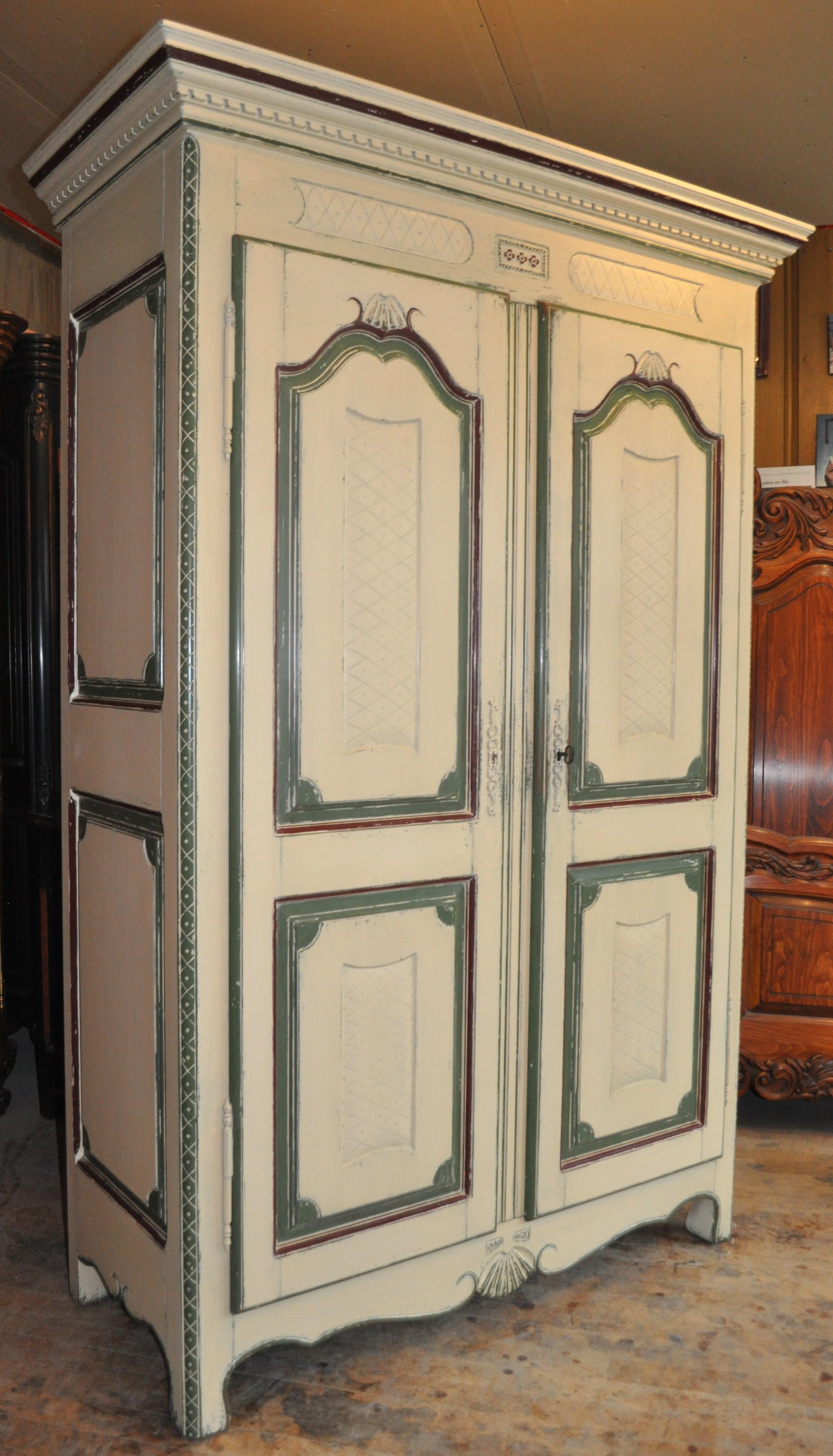 Armoire à décor rustique. Crédit : Clément Locat
