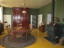 hoto de la scène de cuisine dans le presbytère de L'Acadie. Photo: Les amis du presbytère de L'Acadie