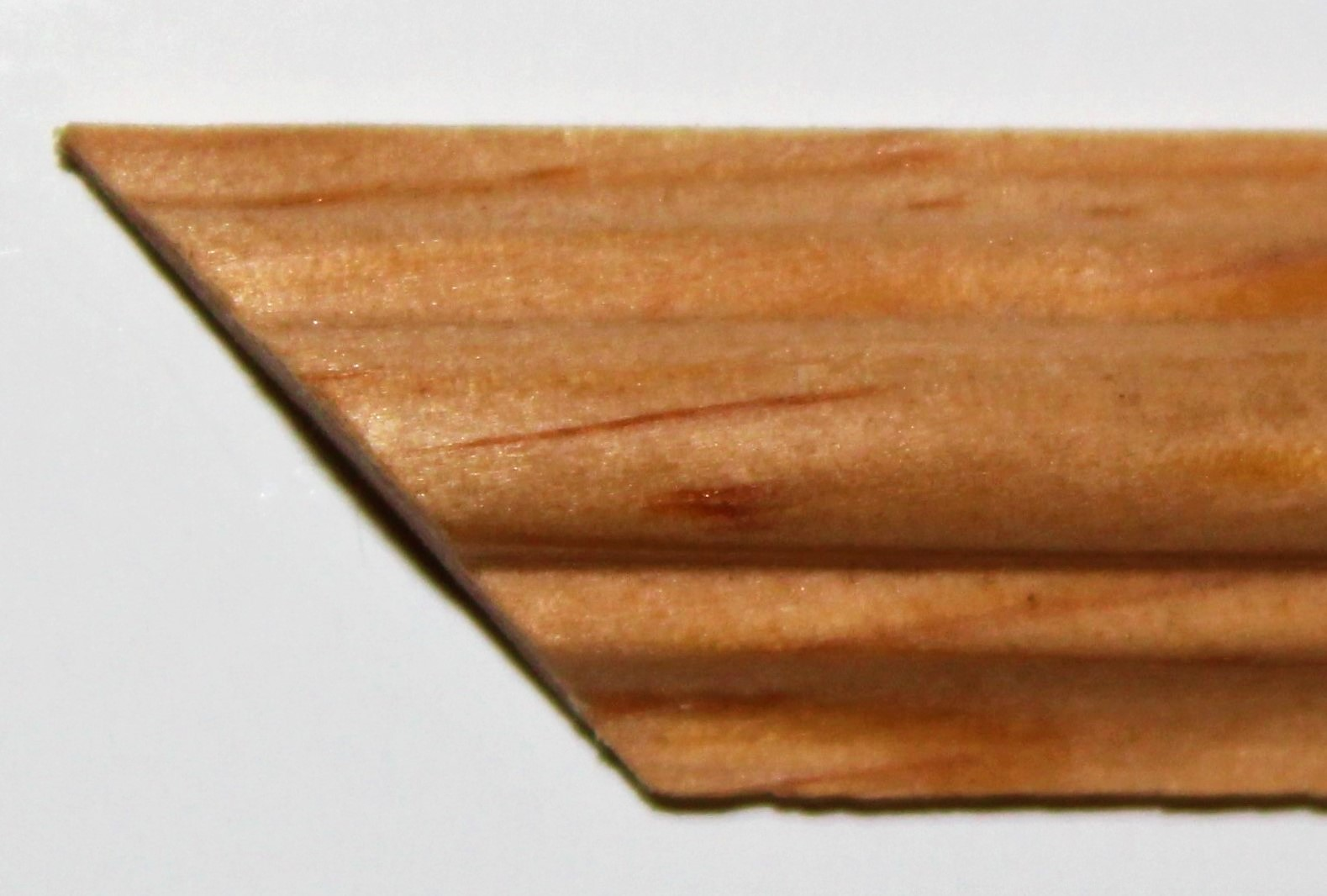 4. Moulure décorative en pin clair