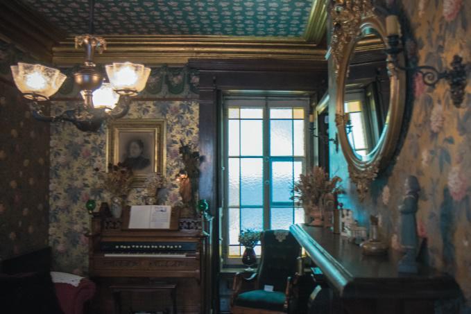 Le salon comme au temps de François-Xavier Garneau. Photo gracieuseté de Louis Garneau Sports.