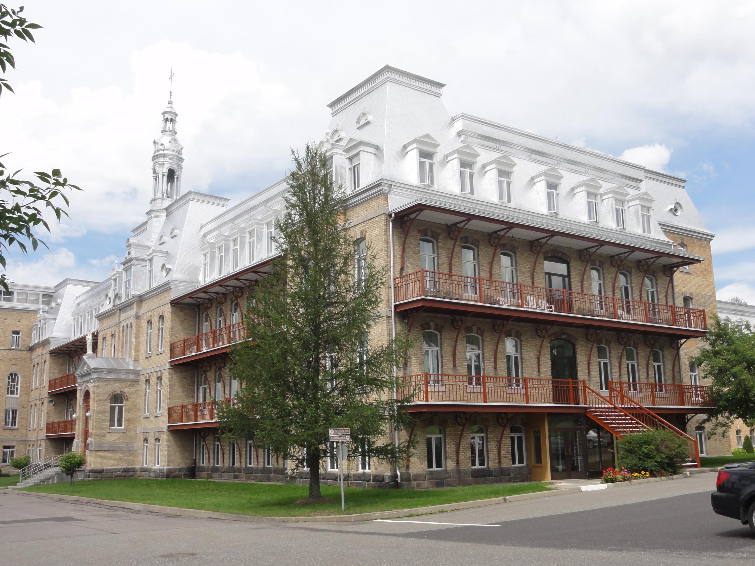 Maison mère et couvent des Sœurs Notre-Dame-du-Perpétuel-Secours. Élisabeth Lapointe 2011, Société historique de Bellechasse