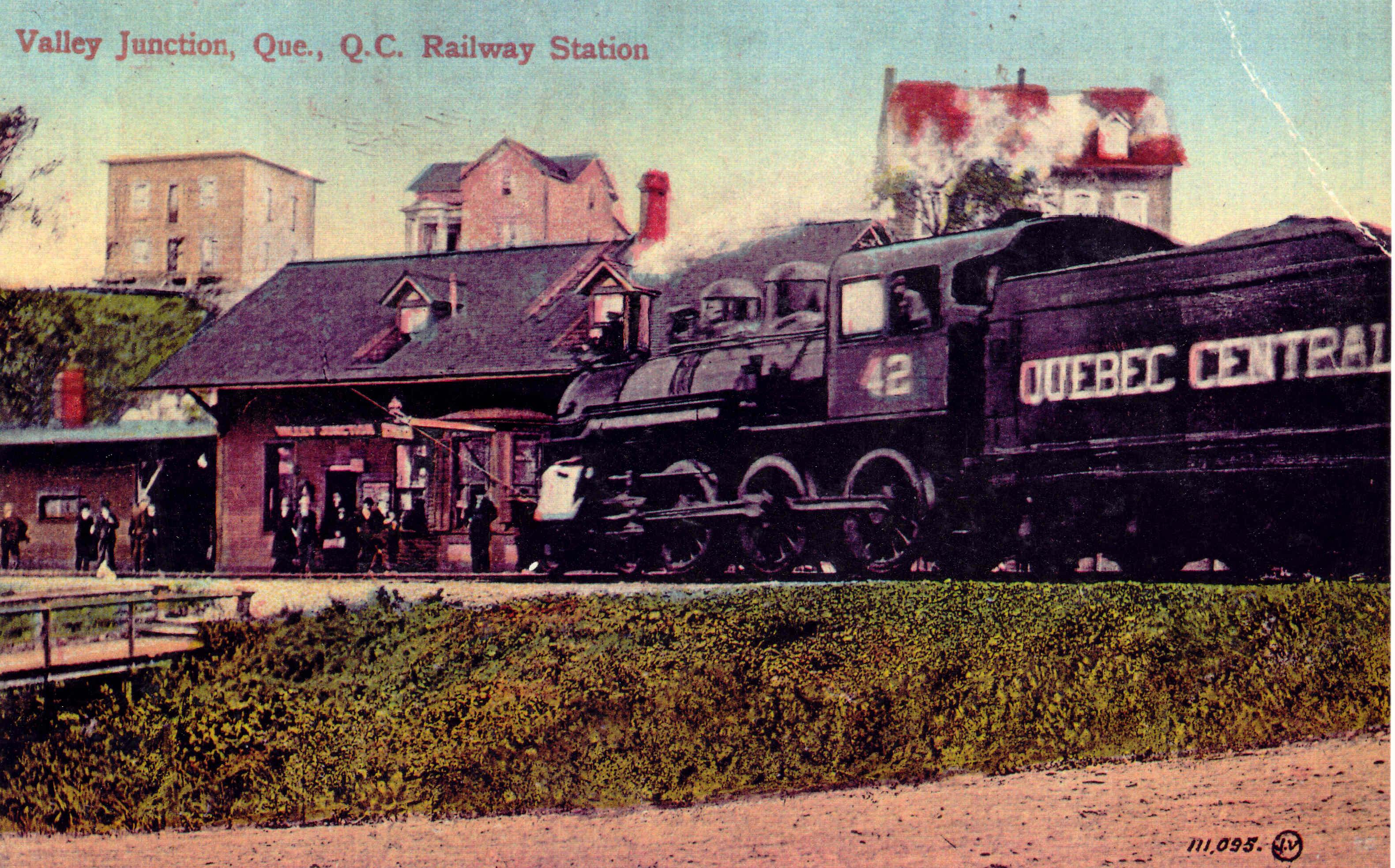 Carte postale colorée de la première gare à Valley Junction, vers 1914 © Archives Musée Ferroviaire de Beauce, Fonds P-H-Cliche
