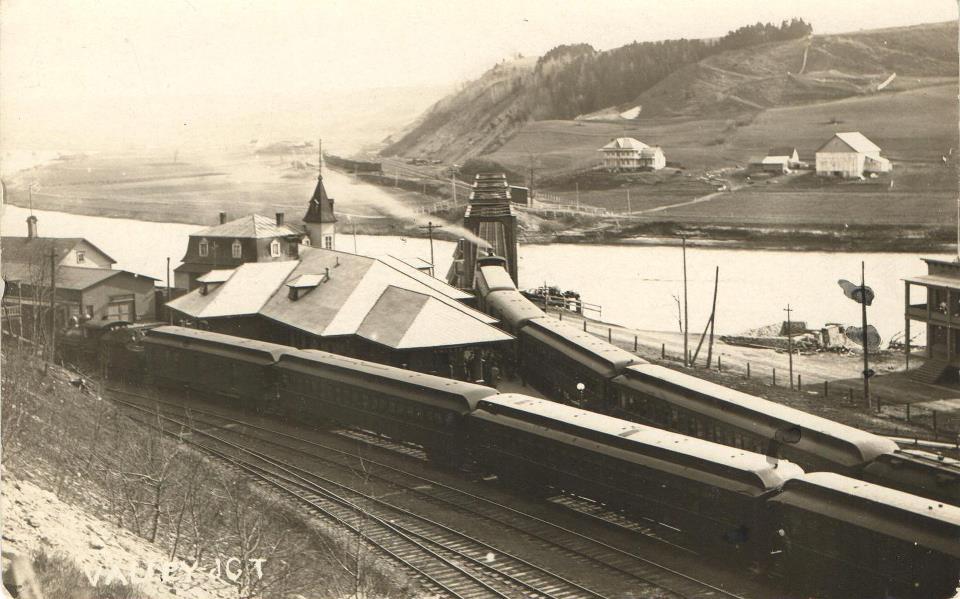 Rencontre des trains Express et Local en gare de Vallée, 1922 © Archives Musée Ferroviaire de Beauce