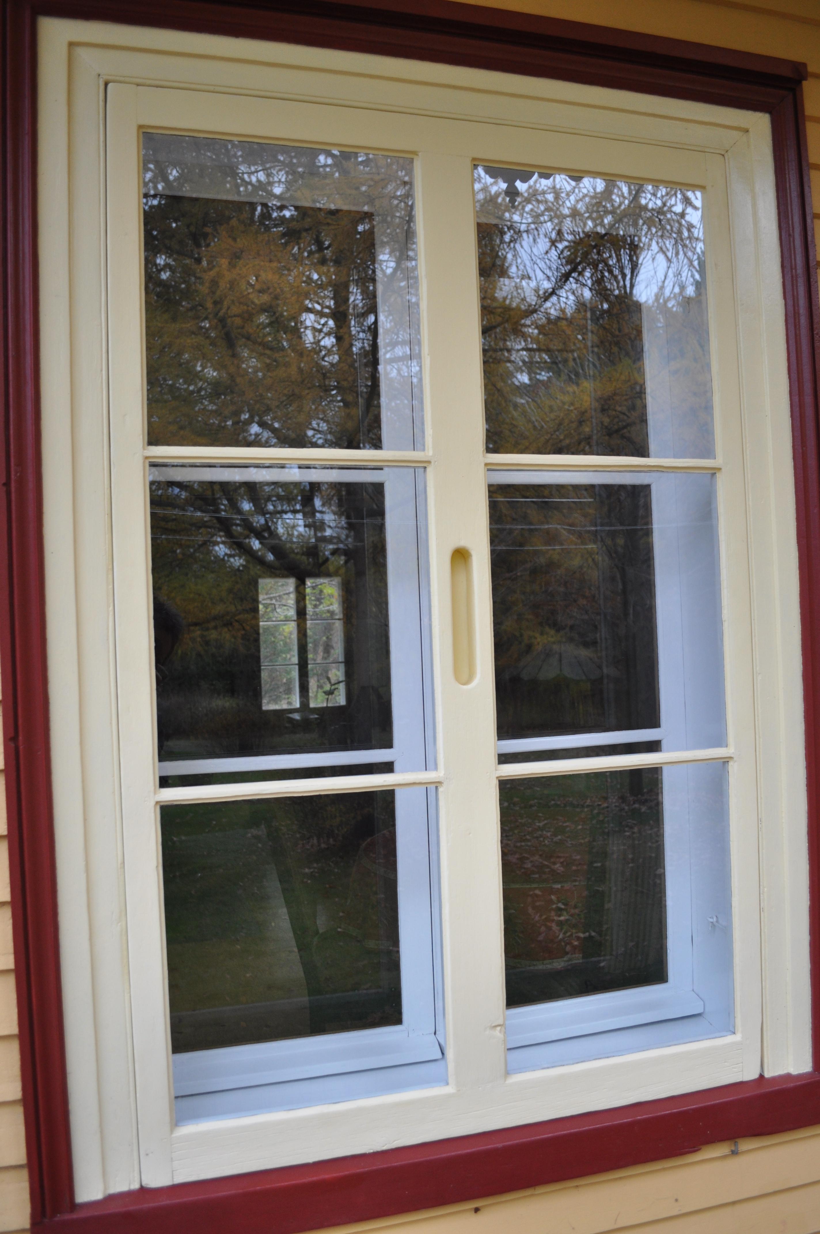 Fenêtre avec châssis intérieurs et contre-fenêtre datant d'environ 1850 © Clément Locat